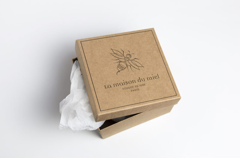 Audrey-Lorel-Design-Graphique-Graphiste-Graphisme-projet-client-maison-du-miel-logo-identite-visuelle-packaging-abeille-plume-illustration-coffret-kraft