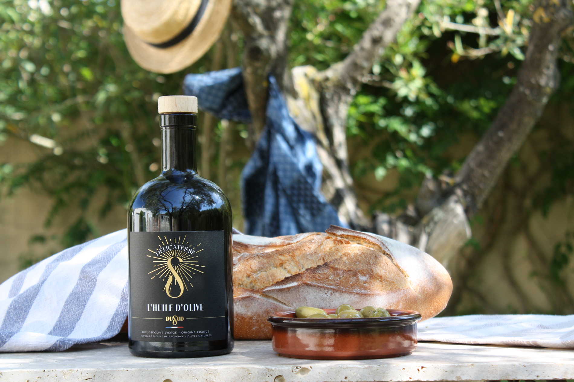 bouteille-packaging-alimentaire-epicerie-fine-huile-olive-degustation